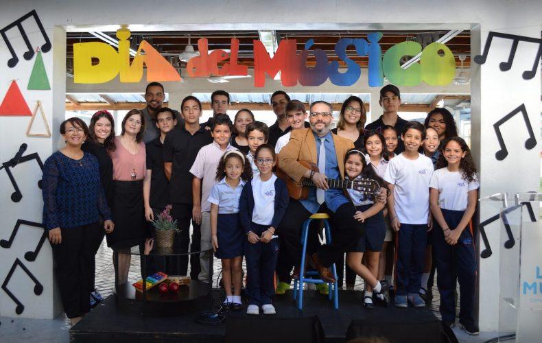 Pavel Nuñez visita a la Comunidad en el Día del Músico